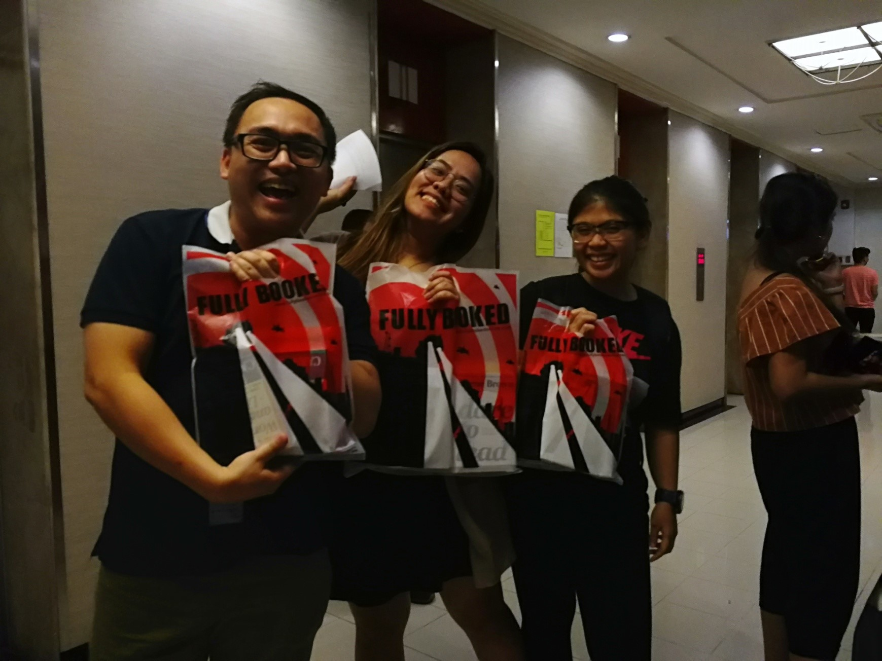 Employees spent a total of over P130,000 on books as Fullybooked reported its sales for that day.